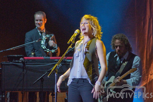 Sugarland on 10/7/2011 at Verizon Wireless Amphitheater.