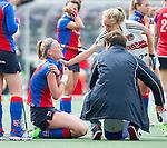 AMSTELVEEN -  Blessure bij Caia van Maasaker van SCHC  tijdens de tweede halve finalewedstrijd in de Play offs tussen Amsterdam en  SCHC (2-0).  Amsterdam gaat door naar de finale. COPYRIGHT KOEN SUYK