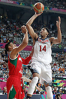 USA's Anthony Davis (r) and Mexico's Gustavo Ayon during 2014 FIBA Basketball World Cup Round of 16 match.September 6,2014.(ALTERPHOTOS/Acero)