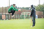 13.09.2017, Trainingsgelaende, Bremen, GER, 1.FBL, Training SV Werder Bremen<br /> <br /> im Bild<br /> Michael Zetterer (Werder Bremen #30), Christian Vander (Torwart-Trainer SV Werder Bremen), <br /> <br /> Foto &copy; nordphoto / Ewert