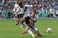 RIO DE JANEIRO, RJ, 26 DE FEVEREIRO 2012 - CAMPEONATO CARIOCA - FINAL - TACA GUANABARA - VASCO X FLUMINENSE - Bruno, jogador do Fluminense, em uma disputa de bola com Thiago Feltri, durante partida contra o Vasco, pela final da Taca Guanabara, no estadio Engenhao, na cidade do Rio de Janeiro, neste domingo, 26. FOTO: BRUNO TURANO – BRAZIL PHOTO PRESS