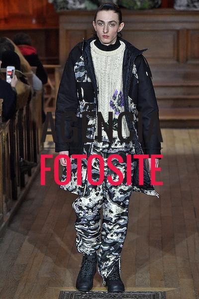 Andrea Crews<br /> <br /> Paris Masculino - Inverno 2017<br /> <br /> <br /> foto: FOTOSITE