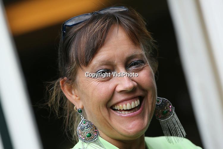 Foto: VidiPhoto<br /> <br /> ARNHEM - Portret van drs. Nanda Bakker, kunstenares, schrijfster, dichteres en psycholoog. Nanda Bakker is dochter van de bekende beeldend kunstenaar Jits Bakker.