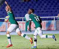 CALI -COLOMBIA-27-02-2014. Sergio Esteban Romero (Izq) del Deportivo Cali celebra un gol en contra de Itaguí durante partido por la fecha 8 de la Liga Postobón I 2014 jugado en el estadio Pascual Guerrero de la ciudad de Cali./ Deportivo Cali player Sergio Esteban Romero (L) celebrates a goal against Itagui during match for the 8th date of Postobon League I 2014 played at Pascual Guerrero stadium in  Cali city.Photo: VizzorImage/ Juan C. Quintero /STR/STR