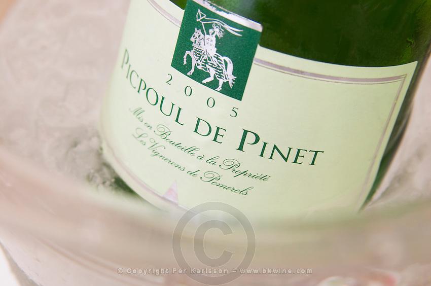 Cave cooperative Les Vignerons de Pomerols. Picpoul de Pinet. Languedoc. Ice bucket. France. Europe. Bottle.