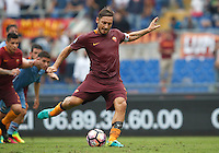 Calcio, Serie A: Roma vs Sampdoria. Roma, stadio Olimpico, 11 settembre 2016.<br /> Roma&rsquo;s Francesco Totti prepares to kick to score the winning goal on a penalty kick during the Italian Serie A football match between Roma and Sampdoria at Rome's Olympic stadium, 11 September 2016. Roma won 3-2.<br /> UPDATE IMAGES PRESS/Isabella Bonotto