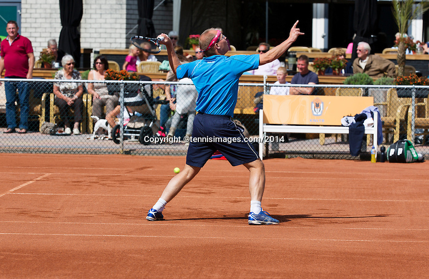 August 24, 2014, Netherlands, Amstelveen, De Kegel, National Veterans Championships, warming up in front of the clubhouse<br /> Photo: Tennisimages/Henk Koster