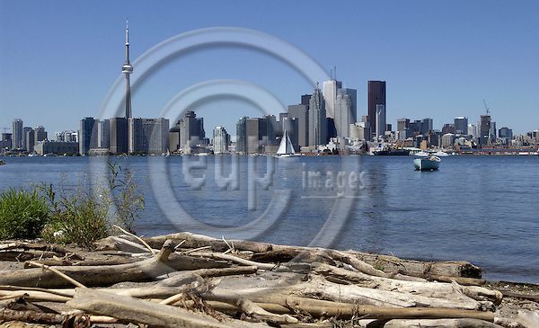 Toronto, Ontario, Canada - 08 August 2006 -- Skyline, city with CN Tower, seen from Ward's Island -- architecture, tourism, landmark -- Photo: Horst Wagner / eup-images