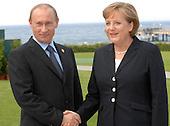 Heiligendamm, Germany - June 6, 2007 -- German Chancellor Angela Merkel of Germany meets President Vladimir Putin of Russia in Heiligendamm, Germany on Wednesday, June 6, 2007..Mandatory Credit: BPA via CNP