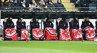 Eintracht Spieler gut eingepackt auf der kalten Ersatzbank - 17.03.2018: Eintracht Frankfurt vs. 1. FSV Mainz 05, Commerzbank Arena