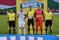 TUNJA -COLOMBIA, 18-07-2017: Giovany Martinez (#26), capitan de Cortuluá, Cristhian Villarraga (C), árbitro, Larry Vasquez (#5), capitan de Patriotas y los jueces auxiliares posan paraa una foto previo al encuentro entre Patriotas FC y Cortuluá por la fecha 3 de la Liga Águila II 2017 realizado en el estadio La Independencia de Tunja. / Giovany Martinez (#26), capitain of Cortulua, Cristhian Villarraga (C), referee, Larry Vasquez (#5), captain of Patriotas, and auxiliar referees pose to a photo prior the match between Patriotas FC and Cortuluá for the date 3 of Aguila League II 2017 played at La Independencia stadium in Tunja. Photo: VizzorImage / Javier Morales  / Cont
