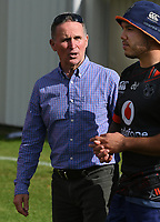 General manager of football Brian Smith with Jazz Tevaga.<br /> Vodafone Warriors training session. Mt Smart Stadium, Auckland, New Zealand. NRL Rugby League. Wednesday 9 May 2018 &copy; Copyright photo: Andrew Cornaga / www.photosport.nz