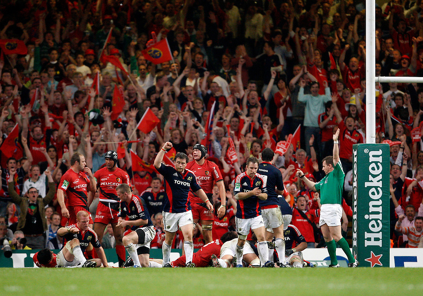 Photo: Richard Lane/Richard Lane Photography. .Munster v Toulouse. Heineken Cup Final. 24/05/2008. .Munster celebrate a try.