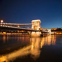 Széchenyi lánchíd - Széchenyi Chain Bridge and Danube river at night, Budapest, Hungary