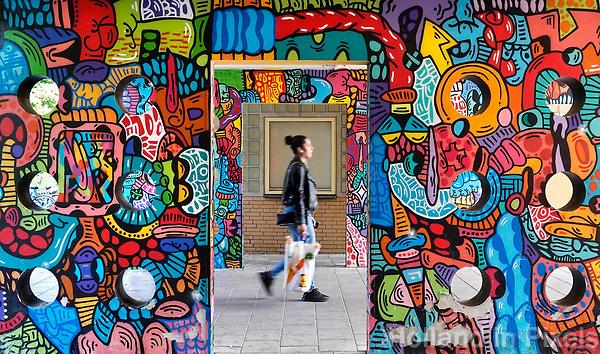 Nederland Amsterdam 2019 . De Bijlmer. Muurschildering op een huizenblok in de H-Buurt. Foto Berlinda van Dam / Hollandse Hoogt