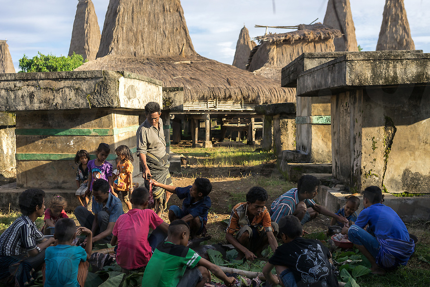 March 29, 2016 - Wainyapu (Indonesia). Peter's family cut the meat of two pigs and a dog that have been sacrificed for the guests of the house. The Pasola festival is not only a religous tradition, but it also represents a unique social opportunity for the families to stay together. © Thomas Cristofoletti / Ruom