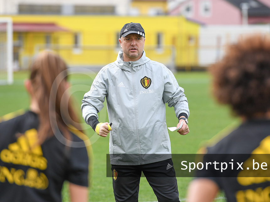 20191107 - Zapresic , BELGIUM : Belgian head coach Ives Serneels pictured during a Matchday -1 training session before a  female soccer game between the womensoccer teams of  Croatia and the Belgian Red Flames , the third women football game for Belgium in the qualification for the European Championship round in group H for England 2021, Thursday 7 th october 2019 at the NK Inter Zapresic stadium near Zagreb , Croatia .  PHOTO SPORTPIX.BE | DAVID CATRY