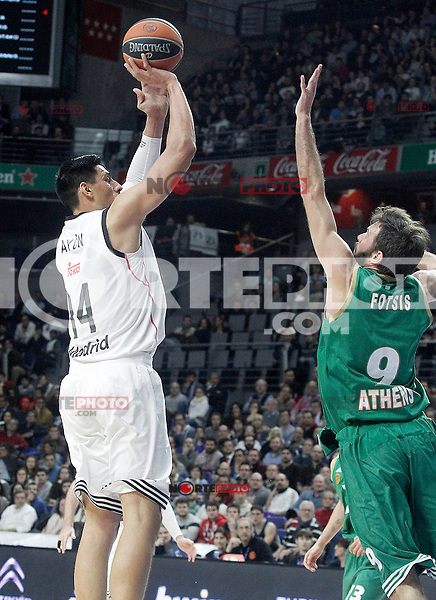 Real Madrid's Gustavo Ayon (l) and Panathinaikos Athens' Antonis Fotsis during Euroleague match.January 22,2015. (ALTERPHOTOS/Acero) /NortePhoto<br />