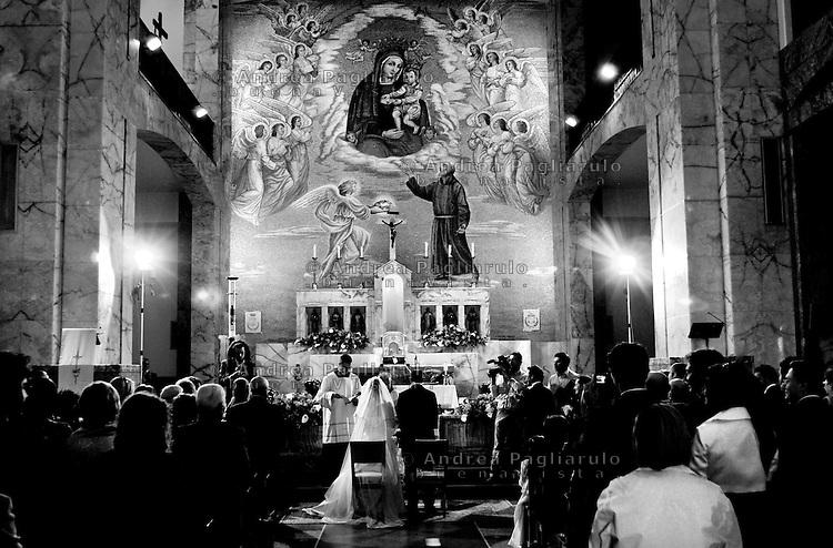 Italia, San Giovanni Rotondo (FG).<br /> Matrimonio nella chiesa di Santa Maria Delle Grazie.<br /> Italy, San Giovanni Rotondo (FG), <br /> Wedding in Santa Maria Delle Grazie church.