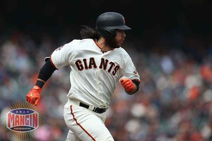 SAN FRANCISCO, CA - APRIL 11:  Brandon Crawford #35 of the San Francisco Giants runs to first base against the Arizona Diamondbacks during the game at AT&T Park on Wednesday, April 11, 2018 in San Francisco, California. (Photo by Brad Mangin)