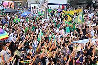 SÃO PAULO,SP, 17.03.2016 - PROTESTO-SP - Manifestantes protestam contra a posse do ex-presidente Luiz Inácio Lula da Silva, que assumiu o Ministério da Casa Civil, nesta quinta-feira, 17, na Avenida Paulista, região central de São Paulo. Os manifestantes decidiram não atender ao apelo da Polícia Militar (PM) para desobstruir a via. (Foto: Fabricio Bomjardim/Brazil Photo Press)
