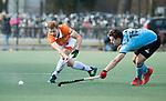 WASSENAAR - Hoofdklasse hockey heren, HGC-Bloemendaal (0-5).  Jasper Brinkman (Bldaal) met rechts Olivier van Tongeren (HGC)  COPYRIGHT KOEN SUYK