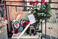 tomba di Rita Atria,  collaboratrice di giustizia, nella foto un biglietto lasciato dalla cognata Piera Aiello testimone di giustizia inserita nel programma protezione.<br /> <br /> Headstone of Rita Atria, the mother broke the tombstone to emphasize the denial of the daughter'choice to collaborate with judges, in the image a love note left by the sister in law Piera Aiello, protected witness.