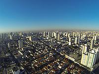 SAO PAULO, SP, 18/07/2013, CLIMA TEMPO.  A manhã dessa  quarta-feira (18) começou ensolarada em São Paulo, foto áerea feita na região da Mooca.     LUIZ GUARNIERI/ BRAZIL PHOTO PRESS