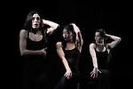 """SARA, CHINATSU, AMINA, <br /> Sara Orselli, Chinatsu Kosakatani, Amina Amici, dans """"Eau"""" de Carolyn Carlson<br /> Ballet National Roubaix Nord Pas de Calais au Théâtre National de Chaillot le 17/03/2010"""