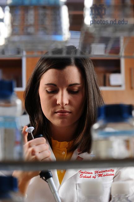 IUSM student in the lab