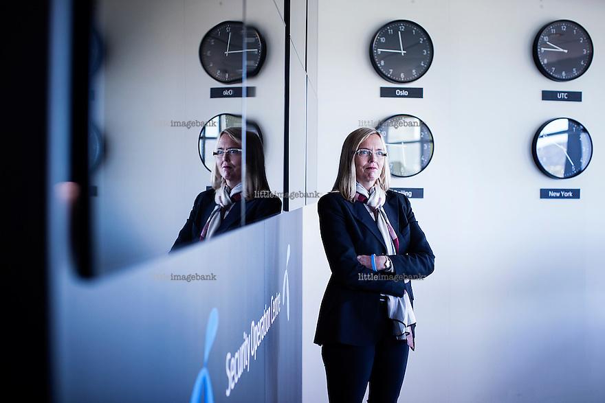 Oslo, Norge, 02.10.2014. 33 prosent av større bedrifter sier de har  fått sikkerhetsproblemer via mobilen til ansatte. Marina Lønning er Telenors sjef for bedriftsmarkedet, hun snakker om sikkerhetsproblemene. Foto: Christopher Olssøn.
