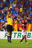 ATENCAO EDITOR: FOTO EMBARGADA PARA VEÍCULOS INTERNACIONAIS. - RIO DE JANEIRO, RJ, 16 DE SETEMBRO DE 2012 - CAMPEONATO BRASILEIRO - FLAMENGO X GREMIO - Leo Moura, jogador do Flamengo, recebe cartao amarelo, durante partida contra o Gremio, pela 25a rodada do Campeonato Brasileiro, no Stadium Rio (Engenhao), na cidade do Rio de Janeiro, neste domingo, 16. FOTO BRUNO TURANO BRAZIL PHOTO PRESS