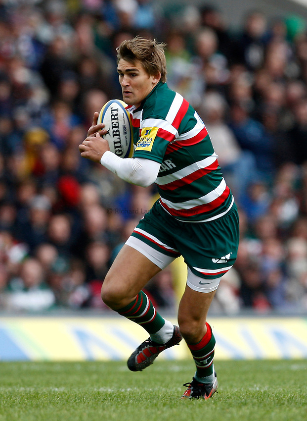 Photo: Richard Lane/Richard Lane Photography. Leicester Tigers v Bath Rugby. Aviva Premiership. 23/10/2010. Tigers' Toby Flood attacks.