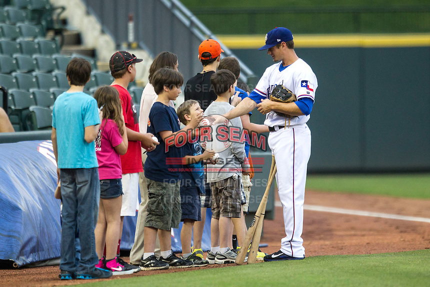 Round Rock Express infielder Brent Lillibridge (18) signs autographs before the Pacific Coast League baseball game against the New Orleans Zephyrs on May 27, 2014 at the Dell Diamond in Round Rock, Texas. The Zephyrs defeated the Express 9-0 in a rain shortened game. (Andrew Woolley/Four Seam Images)