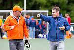 DEN HAAG - Assistent bondscoach Graham Reid met strafcornertrainer Taeke Taekema (r)   bij  de trainingswedstrijd hockey Nederland-Argentinie (1-2).  COPYRIGHT KOEN SUYK