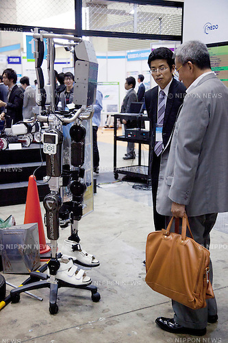 October 17, 2012, Tokyo, Japan - Visitor sees the new mechanical leg at Japan Robot Week. The Japan Robot Week 2012 shows the New Energy and Industrial Robot Innovation Technology products in Japan, the exhibition opens from October 17 to 19 at Tokyo Big Sight. (Photo by Rodrigo Reyes Marin/AFLO)..
