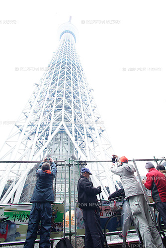 March 1, 2011, Tokyo, Japan - The Tokyo Sky Tree, a broadcasting tower is under construction in Sumida Ward, Tokyo on Tuesday, March 1, 2011. A new Tokyo landmark tower reached 601 meters today, and became the world's highest self-standing tower nearly two years and seven months after the construction began in July 2008. It is scheduled to be 634 meters high when it is completed on March, this year. (Photo by Naho Yoshizawa/AFLO) [1140] -ty-