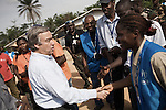 Antonio Guterres rencontre les membres du HCR du camp de Bahn au Liberia le 22 mars 2011 - Antonion Guterres meets with members of UNHCR at Bahn refugee camp in Liberia on march 22 2011.