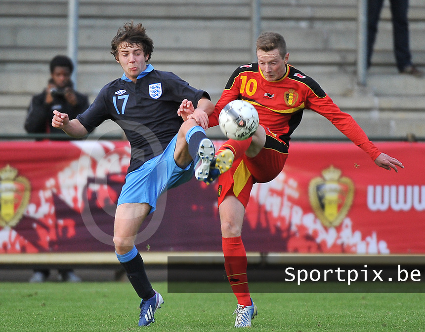 Belgium U19 - England U19 : Rob Schoofs (10) and Benjamin Pearson (17).foto DAVID CATRY / Nikonpro.be