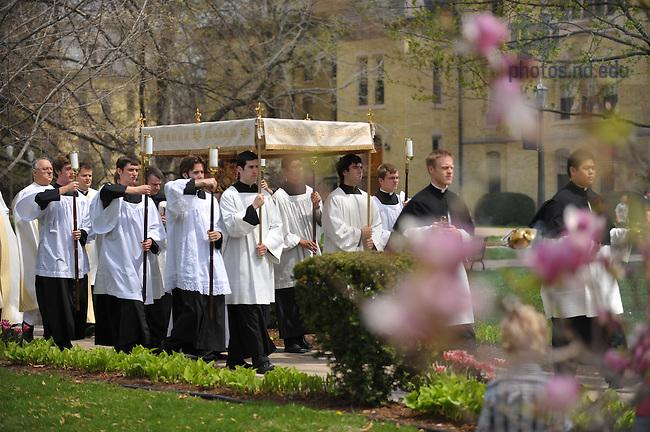 2009 Eucharistic Procession..Photo by Matt Cashore/University of Notre Dame