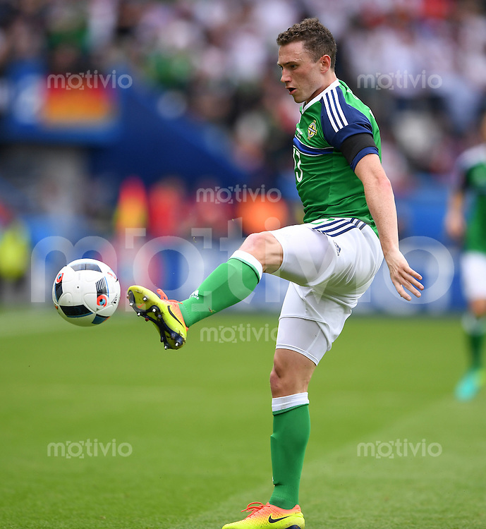 FUSSBALL EURO 2016 GRUPPE C IN PARIS Nordirland - Deutschland     21.06.2016 Corry Evans (Nordirland)