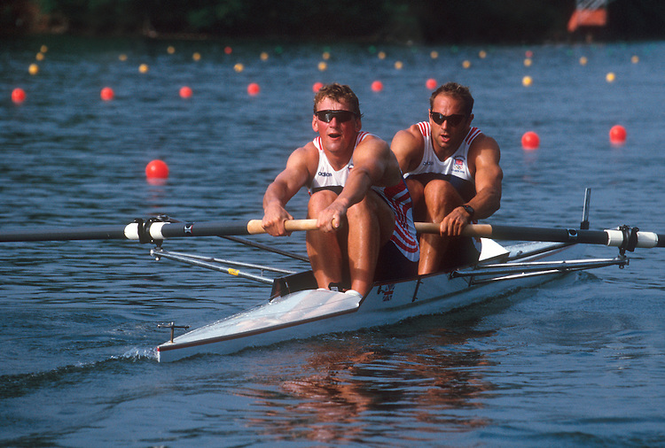 Rowing, Olympics, Sir Stephen Redgrave and Matthew Pinsent rowing the pair, M2-, winning the gold medal for Great Britain, Lake Lanier, Gainesville, Georgia, USA, Greatest Olympic Rowers in the world,