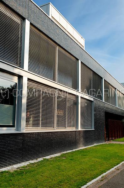 The Parkvilla houses inside the Chassé Parke in Breda, designed by Van Sambeek & Van Veen Architecten (Netherlands, 19/09/2008)