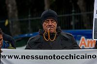 Roma 9 Gennaio 2014<br /> Sit-in davanti all'Ambasciata dell'Arabia Saudita per manifestare contro l&rsquo;esecuzione capitale e chiedere l&rsquo;immediata scarcerazione del giornalista e blogger saudita Raif Badawi imprigionato con l'accusa di apostasia . Organizzato da Nessuno tocchi Caino e Associazione della Comunit&agrave; Marocchina in Italia delle Donne.  Il Segretario di Nessuno tocchi Caino Sergio D&rsquo;Elia<br /> Roma, Italy. 9th January  2014<br /> Sit-in in front of the 'Embassy of Saudi Arabia to protest against the execution and ask for the immediate release of journalist and blogger Saudi Raif Badawi imprisoned on charges of apostasy. Organized by Hands Off Cain and the Community Association of Moroccan Women in Italy. The Secretary of Hands Off Cain Sergio D'Elia