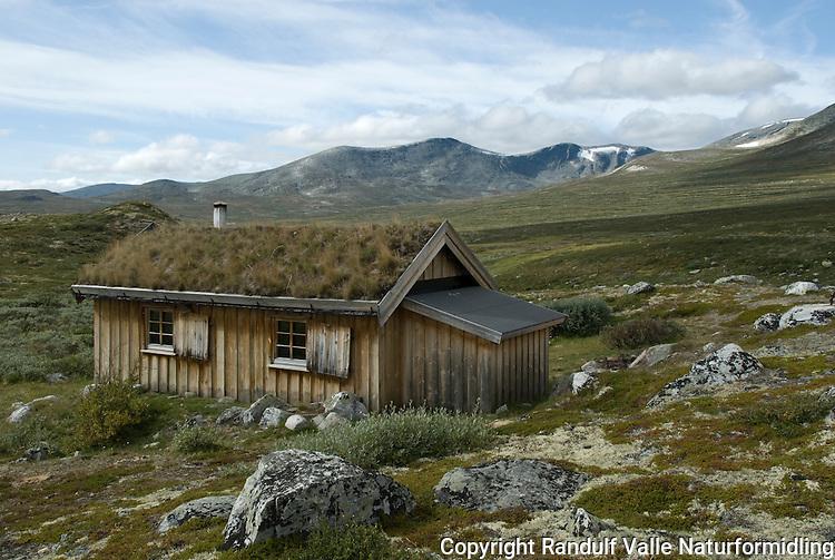 Skredalægret i Grøndalen i Dovrefjell ---- Hut in Grøndalen in Dovrefjell