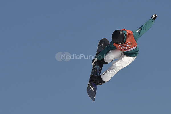 Tess Coady from Australia jumping during the snowboard slopestyle training in the Olympic Phoenix Snow Park in Pyeongchang, South Korea, 07 February 2018. The Pyeongchang 2018 Winter Olympics take place between 09 and 25 February. Photo: Angelika Warmuth/dpa /MediaPunch ***FOR USA ONLY***