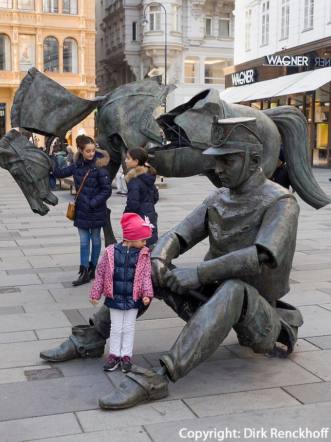 moderne Plastik in Einkaufstra&szlig;e Graben, Wien, &Ouml;sterreich<br /> sculpture in shopping street Graben, Vienna, Austria