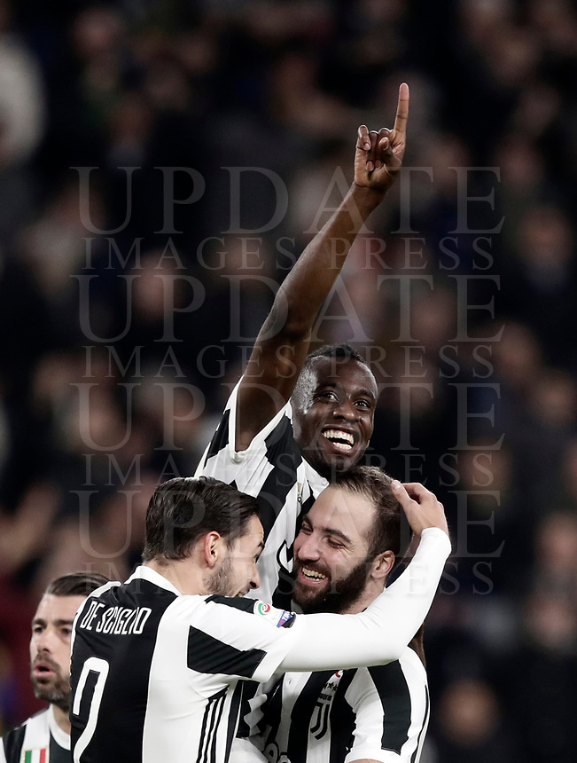 Calcio, Serie A: Juventus - Atalanta, Torino, Allianz Stadium, 14 marzo 2018. <br /> Juventus' Blaise Matuidi (c) celebrates after scoring with his teammates during the Italian Serie A football match between Juventus and Atalanta at Torino's Allianz stadium, March 14, 2018.<br /> UPDATE IMAGES PRESS/Isabella Bonotto