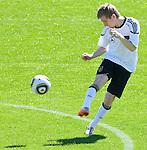 20.05.2010, Fussballstadion, Eppan, ITA, FIFA Worldcup Vorbereitung, Training Deutschland, im Bild Mesut Oezil (Mesut &Ouml;zil) ( GER, aktueller Club: Werder Bremen ).  Foto: nph /  J. Groder *** Local Caption *** Fotos sind ohne vorherigen schriftliche Zustimmung ausschliesslich f&uuml;r redaktionelle Publikationszwecke zu verwenden.<br /> <br /> Auf Anfrage in hoeherer Qualitaet/Aufloesung
