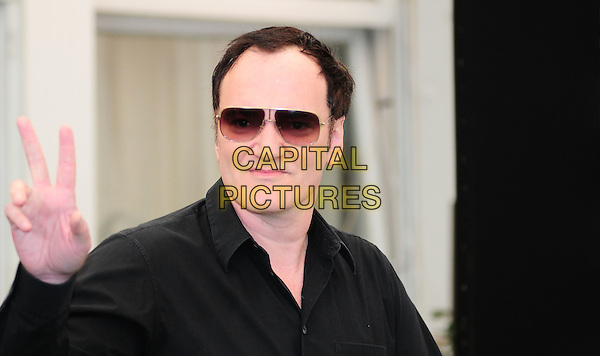 QUENTIN TARANTINO.Photocall for 'Inglorious Basterds', Rome Hotel Hassler, Italy.September 21st, 2009.headshot portrait sunglasses shades hand v peace sign black shirt .CAP/CAV.©Luca Cavallari/Capital Pictures.